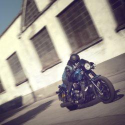 nuova-yamaha-xv950-racer-my-2015-2015_yam_xv950cr_eu_pbmj_act_001