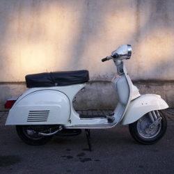 800px-Scooter_Piaggio_Vespa_125-TS