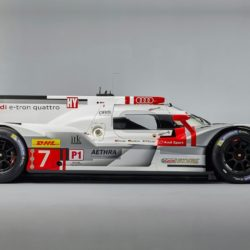 Audi-R18_e-tron_quattro_Racecar_2015_1280x960_wallpaper_04