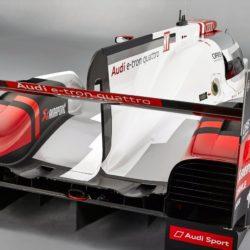 Audi-R18_e-tron_quattro_Racecar_2015_1280x960_wallpaper_05