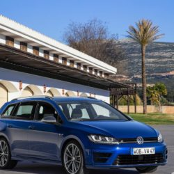 Volkswagen-Golf_R_Variant_2015_1280x960_wallpaper_02