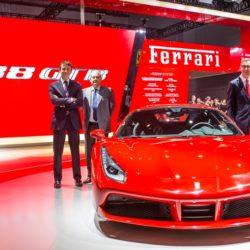 la-ferrari-488-gtb-fa-il-suo-debutto-in-asia-al-salone-di-shanghai-150127_car