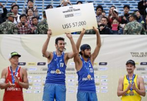 (140503) -- SHANGHAI, May 3, 2014 (Xinhua) -- Gold medalists Italy's Paolo Nicolai (2nd L) and Daniele Lupo (3rd L) celebrate during the awarding ceremony for the men's event of 2014 FIVB Beach Volleyball World Tour Shanghai PPTV Grand Slam in Shanghai, east China, May 3, 2014. (Xinhua/Jiang Kehong)
