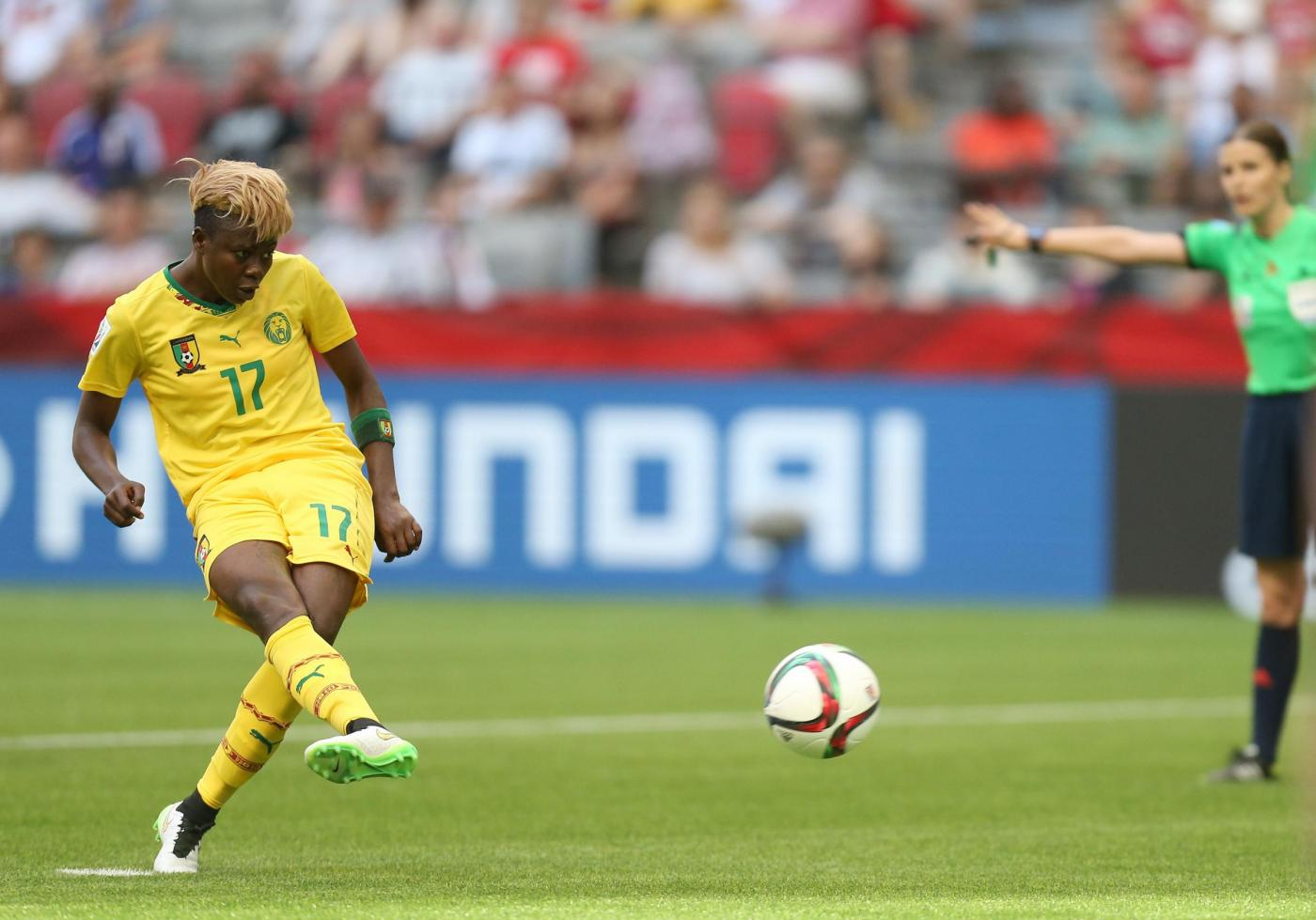 (150609) -- VANCOUVER, Jun. 9, 2015 (Xinhua) -- Gaelle Enganamouit of Cameroon shoots the penalty during the group C match between Cameroon and Ecuador at the 2015 FIFA Women's World Cup in Vancouver, Canada, June 8, 2015. (Xinhua/Qin Lang)