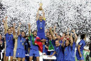 © Marco Rosi  LaPresse 09-07-2006  Berlino sport - calcio Finale del Campionato del Mondo Germania 2006  Italia - Francia Nella foto Fabio Cannavaro alza la coppa del Mondo al cielo