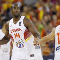 Spain´s Serge Ibaka (L) celebrates a baskter against France during their FIBA Basketball World Cup group C game at the Bilbao Exhibition Center, in Bilbao, Spain, 03 September 2014. EFE/Jorge Zapata