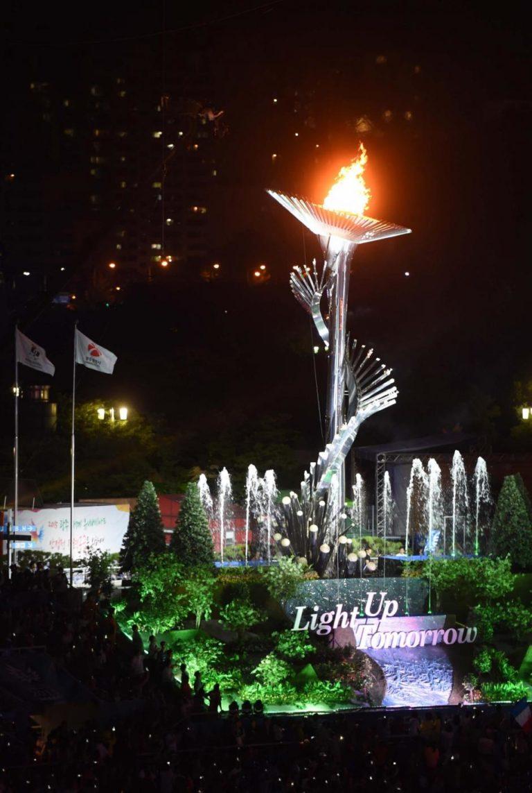 (150703) -- GWANGJU, July 3, 2015 (Xinhua) -- Photo taken on July 3, 2015 shows the main cauldron is lightened on the opening ceremony of the 28th Summer Universiade in Gwangju, South Korea. (Xinhua/Li Jundong)