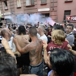 foto Fabio Ferrari - LaPresse 08/07/2015 Torino ( Italia )  sport Il Torino Fc si ritrova all'Hotel Boston di Torino in vista del ritiro estivo pre-campionato. nella foto:tifosi  photo Fabio Ferrari - LaPresse 08/07/2015  Turin ( Italy )  sport Torino Fc can be found at the Hotel Boston in Turin in view of the pre-season training camp. in the pic:TIfosi