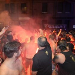 foto Fabio Ferrari - LaPresse 08/07/2015 Torino ( Italia )  sport Il Torino Fc si ritrova all'Hotel Boston di Torino in vista del ritiro estivo pre-campionato. nella foto:tifosi  photo Fabio Ferrari - LaPresse 08/07/2015  Turin ( Italy )  sport Torino Fc can be found at the Hotel Boston in Turin in view of the pre-season training camp. in the pic:supporter