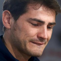Departing Real Madrid captain and goalkeeper Iker Casillas cries as he tries to read a statement at Santiago Bernabeu stadium in Madrid, Spain, July 12, 2015. Casillas left Real Madrid on Saturday after 16 seasons as an iconic figure at the Bernabeu to take on a new challenge at former European champions Porto.  REUTERS/Andrea Comas