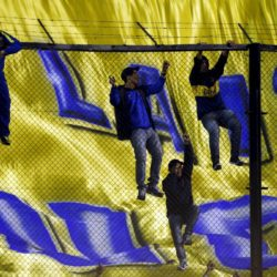 Fans climb onto the fence as they attend the presentation of Argentina's Carlos Tevez as Boca Juniors' new player at La Bombonera stadium in Buenos Aires July 13, 2015. Tevez was officially unveiled on Monday in a 6.5 million euros ($7.15 million) transfer from Juventus. Thousands of fans of the popular club from the port district of La Boca packed La Bombonera stadium to welcome Tevez home from a decade abroad the day after the team went top of the Argentine league championship.   REUTERS/Marcos Brindicci