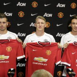Manchester United introduces three new signings: Morgan Schneiderlin (L-R), Bastian Schweinsteiger , and Matteo Darmian, at a news conference in Bellevue, Washington July 15, 2015.  REUTERS/Jason Redmond