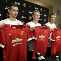 Manchester United introduces three new signings: Morgan Schneiderlin (L-R), Bastian Schweinsteiger , and Matteo Darmian, at a news conference in Bellevue, Washington July 15, 2015.  REUTERS/Jason Redmond