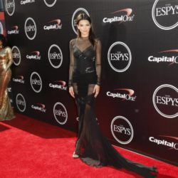 Kendall Jenner (R) and Kylie Jenner (L) arrive for the 2015 ESPY Awards in Los Angeles, California July 15, 2015.  REUTERS/Danny Moloshok