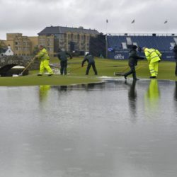 Ground staff try to clear the standing water on the course during day two of The Open Championship 2015 at St Andrews, Fife. PRESS ASSOCIATION Photo. Picture date: Friday July 17, 2015. See PA story GOLF Open. Photo credit should read: Owen Humphreys/PA Wire. RESTRICTIONS: Editorial use only - no commercial use. No onward sale. Still image use only. The Open Championship logo and clear link to The Open website (www.TheOpen.com) to be included on website publishing. Call +44 (0)1158 447447 for further info. Lapresse Only italyGolf - The Open Championship 2015 - Secondo giorno