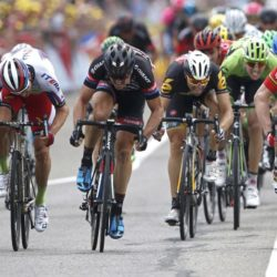 Lotto-Soudal rider Andre Greipel of Germany (R) sprints to win the 183-km (113.71 miles) 15th stage of the 102nd Tour de France cycling race from Mende to Valence, France, July 19, 2015.   REUTERS/Eric Gaillard