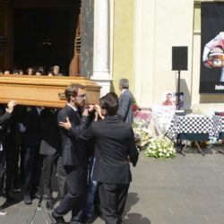 Formula One drivers Jean-Eric Vergne (front) and Romain Grosjean (3rdL), friends and relatives carry the coffin of late Marussia F1 driver Jules Bianchi during the funeral ceremony at the Sainte Reparate Cathedral in Nice, France, July 21, 2015. Bianchi, 25, died in hospital in Nice on Friday, nine months after his crash at Suzuka in Japan and without regaining consciousness.   REUTERS/Jean-Pierre Amet