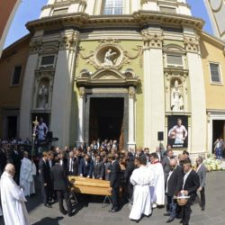 Friends, relatives and Formula One drivers gather around the coffin of late Marussia F1 driver Jules Bianchi during the funeral ceremony at the Sainte Reparate Cathedral in Nice, France, July 21, 2015. Bianchi, 25, died in hospital in Nice on Friday, nine months after his crash at Suzuka in Japan and without regaining consciousness.   REUTERS/Jean-Pierre Amet