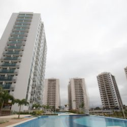 (150722) -- RIO DE JANEIRO, July 22, 2015 (Xinhua) -- Photo taken on July 21, 2015 shows the apartment buildings of the Olympic and Paralympic Village in Rio de Janeiro, Brazil. The Rio 2016 Olympic and Paralympic Village situates in the Barra da Tijuca area, southwest of the city Rio de Janeiro. The village is constructed next to the Barra Olympic Park, which will be the heart of Rio 2016 Games. The construction of the 475,000 squaremeters residential complex has 31 buildings, each with 17 floors, and divided into seven condominiums. The 3,604 apartments and 10,160 bedrooms will have a total capacity of 18,000 guests.      After construction work is completed, the process of transforming the buildings into the residential complex will begin. Temporary structures will include a health centre, a cafeteria with space for 5,000 diners and a gym. By now the village is 85 percent completed, and it is scheduled to be fully operational and opened to guests from 9 o'clock of July 24, 2016.(Xinhua/Xu Zijian)(wll)