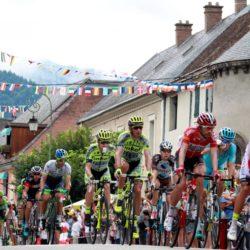 PHOTOPQR/LE DAUPHINE ; Angelique SUREL/ Le Dauphine Libere /  Gap le 23 juillet 2015. Cyclisme. Tour de France 2015. Etape 18 Gap-St Jean de Maurienne. L'echappee dans la traversee de Corps Lapresse Only italy Tour de France 2015 - 18a Tappa