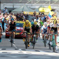 PHOTOPQR/LE DAUPHINE ; Angelique SUREL/ Le Dauphine Libere /  Gap le 23 juillet 2015. Cyclisme. Tour de France 2015. Etape 18 Gap-St Jean de Maurienne. Arrivee du groupe maillot jaune Lapresse Only italy Tour de France 2015 - 18a Tappa