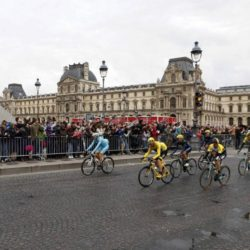 The pack of riders, including Team Sky rider Chris Froome of Britain (C), the leader's yellow jersey, cycle past the Pyramid of the Louvre Museum during the 109.5-km (68 miles) final  21st stage of the 102nd Tour de France cycling race from Sevres to Paris Champs-Elysees, France, July 26, 2015.  REUTERS/John Schults