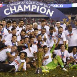 July 26, 2015: Mexico gather together with the CONCACAF Gold Cup Trophy following the CONCACAF Gold Cup 2015 Final match between Jamaica and Mexico at Lincoln Financial Field in Philadelphia, Pennsylvania. Mexico won 3-1. Christopher Szagola/CSM. Lapresse Only italyVittoria del Messico nella finale Concaf 2015