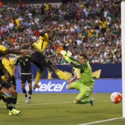 July 26, 2015: Jamaica midfielder Je-Vaughn Watson (15) misses the header as the ball goes past Mexico goalkeeper Guillermo Ochoa (13) and wide of the goal during the CONCACAF Gold Cup 2015 Final match between Jamaica and Mexico at Lincoln Financial Field in Philadelphia, Pennsylvania. Christopher Szagola/CSM. Lapresse Only italyVittoria del Messico nella finale Concaf 2015