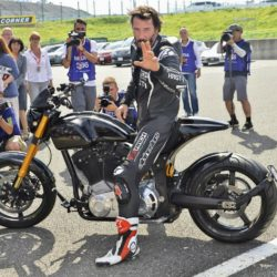 Keanu Reeves bei einer Testfahrt mit seinen Arch KRGT-1 Motorrad beim Suzuka 8 Hours FIM Endurance Rennen auf der Suzuka Rennbahn / 250715***Kenau Reeves at a test drive at Suzuka circuit for the 8 Hours FIM Endurance race, July 25th, 2015*** Lapresse Only italyKenau Reeves in un giro di prova sul circuito di Suzuka per la 8 Ore FIM Endurance *** Local Caption *** 20301933