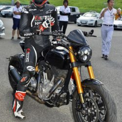 Keanu Reeves bei einer Testfahrt mit seinen Arch KRGT-1 Motorrad beim Suzuka 8 Hours FIM Endurance Rennen auf der Suzuka Rennbahn / 250715***Kenau Reeves at a test drive at Suzuka circuit for the 8 Hours FIM Endurance race, July 25th, 2015*** Lapresse Only italyKenau Reeves in un giro di prova sul circuito di Suzuka per la 8 Ore FIM Endurance *** Local Caption *** 20301936