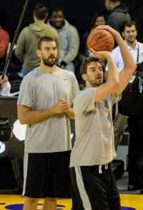 (150731) -- JOHANNESBURG, July 31, 2015 (Xinhua) -- Marc Gasol (L) and Pau Gasol of Team World are seen during practice at Ellis Park Arena, Johannesburg, South Africa, on July 31, 2015. The first NBA Africa Game, which features a Team Africa vs Team World, will take place at Ellis Park Arena, Johannesburg Sartuday. (Xinhua/Zhai Jianlan)