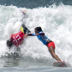 July 29, 2015 - Huntington Beach, CA, USA - Courtney Conlogue, left, falls into white wave as Silvana Lima surfs past her during U.S. Open of Surfing at Huntington Beach, California on Wednesday, July 29, 2015.  ..///ADDITIONAL INFORMATION: usopen.sports.0730-7/29/15- KYUSUNG GONG, STAFF Kyusung Gong – US Open of Surfing Day 5 (Credit Image:  Kyusung Gong/The Orange County Register via ZUMA Wire) Lapresse Only italyU.S. Open of Surfing 2015 a Huntington Beach