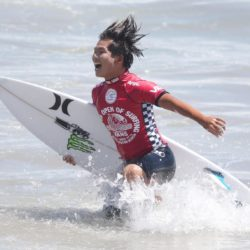 Aug. 2, 2015 - Huntington Beach, California, U.S. - HIROTO OHHARA, of Japan celebrates his first place finish at the Vans US Open of Surfing. (Credit Image: © Daniel A. Anderson via ZUMA Wire) Lapresse Only italyU.S. Open of Surfing 2015 a Huntington Beach