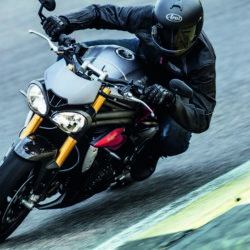 Triumph Speed Triple S e R 2016 (1)