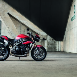 Triumph Speed Triple S e R 2016 (2)