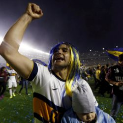 Boca Juniors' Nicolas Lodeiro from Uruguay celebrates at the end of their Argentine First Division soccer match against Tigre in Buenos Aires, Argentina, November 1, 2015. Boca Juniors defeated Tigre 1-0 and clinched the Argentine championship.  REUTERS/Marcos Brindicci