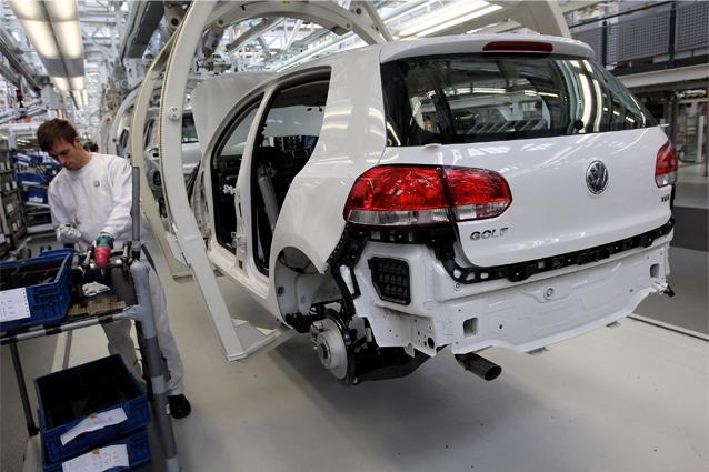 Riforma emissioni auto, il Parlamento Europeo alza le soglie per i