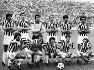 ©LaPresse Archivio storico 1981 Sport Calcio Juventus 1980-1981 Nella foto: la formazione della Juventus 1980-1981. In piedi: Marocchino, Brio, Zoff, Bettega, Virdis, Gentile. Accosciati: Cabrini, Brady, Scirea, Tardelli, Furino B 1230/27