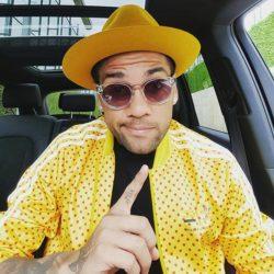 Dani Alves di giallo vestito