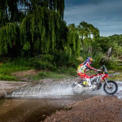 2016-dakar-rally-round-dak16-stage-2-team-hrc-riders-make-a-swift-start-in-the-dakar-2016-dak16_barreda_40273_mc