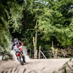 2016-dakar-rally-round-dak16-stage-2-team-hrc-riders-make-a-swift-start-in-the-dakar-2016-dak16_benavides_39540_mc