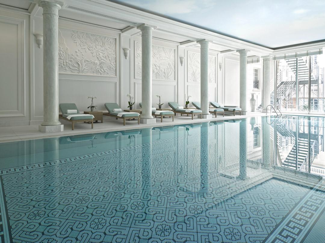 Piscine 2 shangri la hotel paris for Hotel piscine paris