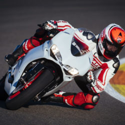 104342-11-959_panigale_actions212