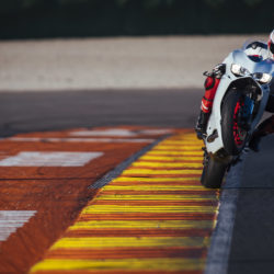 104342-14-959_panigale_actions225