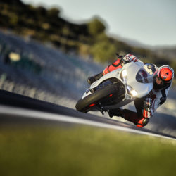 104342-19-959_panigale_actions280