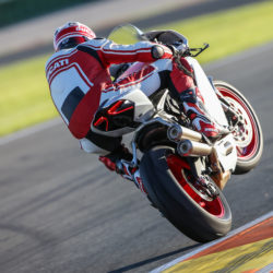104342-22-959_panigale_actions391