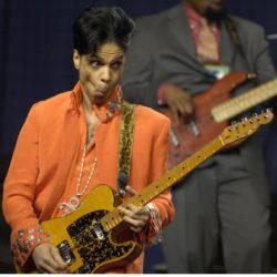 La Presse - Il cantante Prince durante l'esibizione al Super Bowl