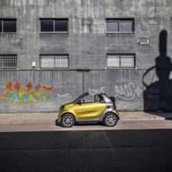 Pressefahrvorstellung smart fortwo cabrio , Valencia 2016 , Modell: smart fortwo cabrio 66 kW, Line: prime, Motor/Getriebe: twinamic Doppelkupplungsgetriebe, Farbe bodypanels: black-to-yellow (metallic),Farbe Tridion Zelle: graphite grey (matt), Farbe Kühlerverkleidung: black-to-yellow, Farbe Verdeck: black