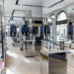 110294-03_bugatti_opening_munich_showroom-boutique