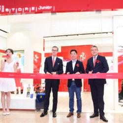 110513-160026-cor-ferrari-store-junior-shanghai